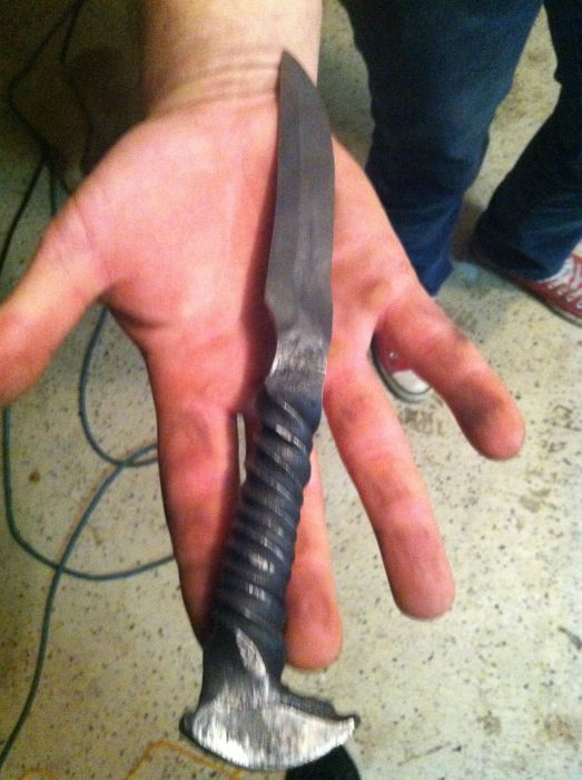 Making Knives Out Of Railroad Spikes (25 pics)