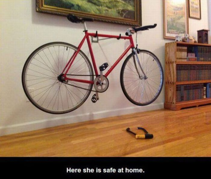 Man Has To Steal His Own Bike (6 pics)