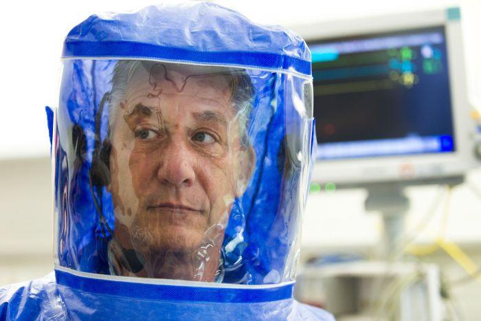 Inside The Ebola Isoloation Ward (11 pics)
