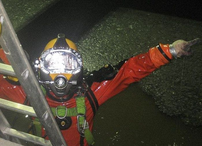 The Dirtiest Diver Ever (8 pics)