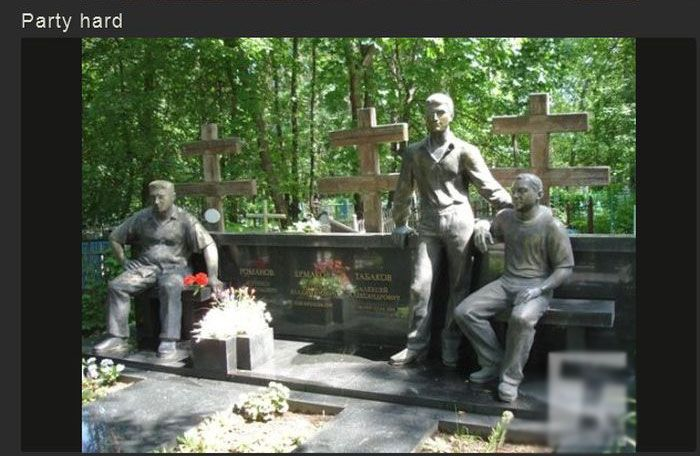 Russian Tombstones Have Some Serious SWAG (40 pics)