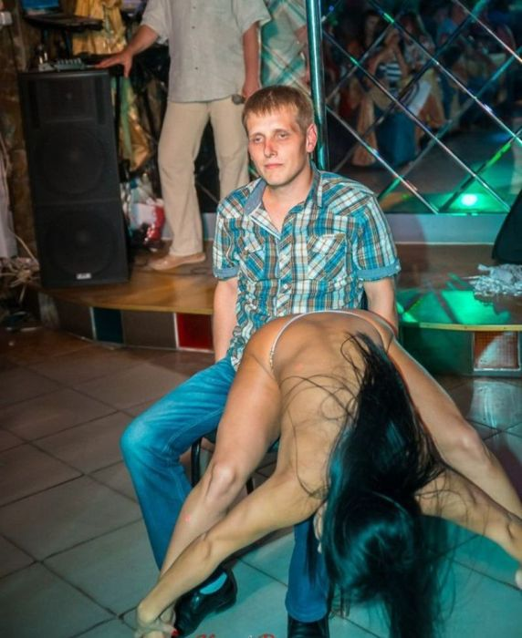 The Wrong Guy To Bring To The Strip Club (5 pics)