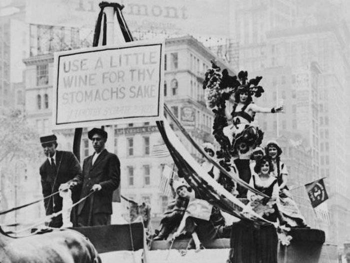 Historic Photos From The Prohibition Era (20 pics)