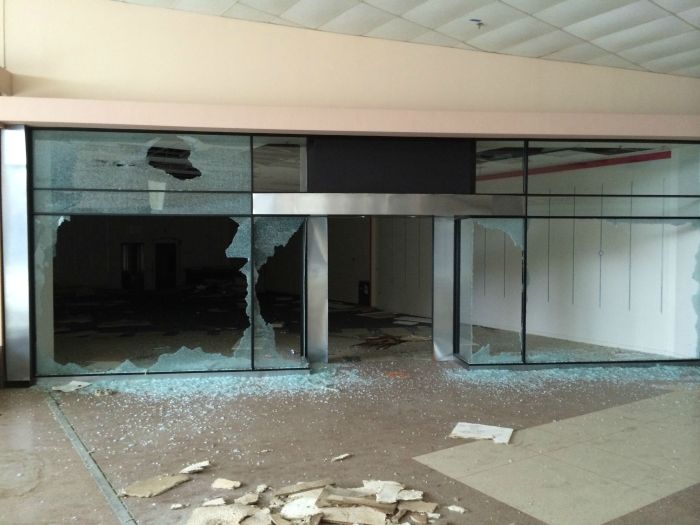 A Look Inside The Abandoned Rolling Acres Mall (28 pics)