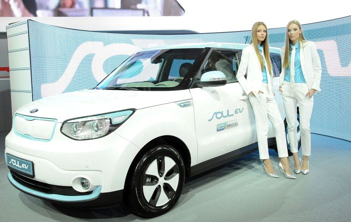 Girls From The Moscow International Automobile Salon (70 pics)