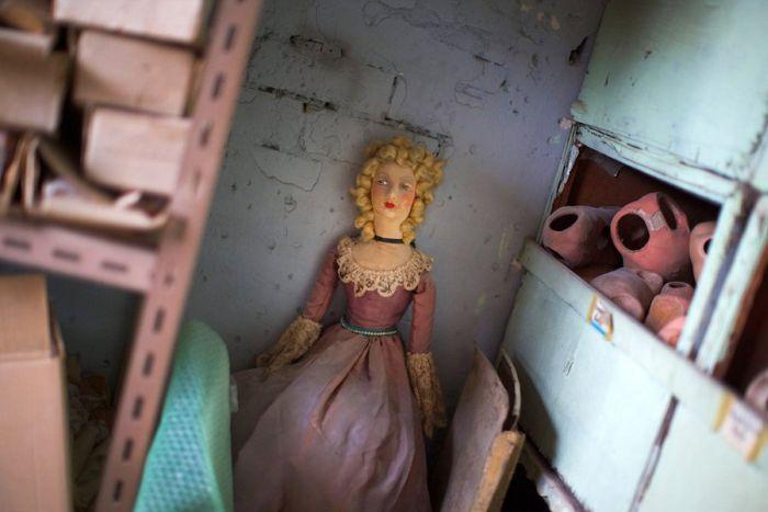 A Hospital For Dolls (16 pics)