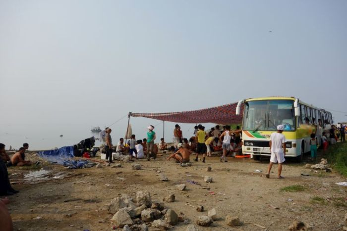 A Day At The Beach In North Korea (19 pics)