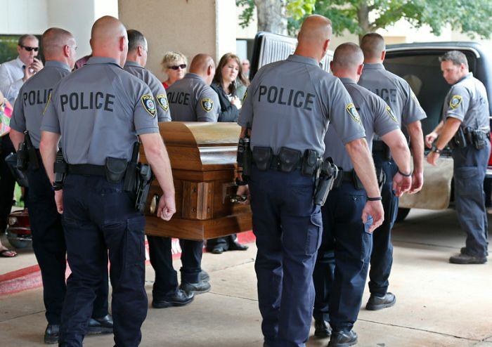 Police Dog Gets A Heroes Funeral (8 pics)