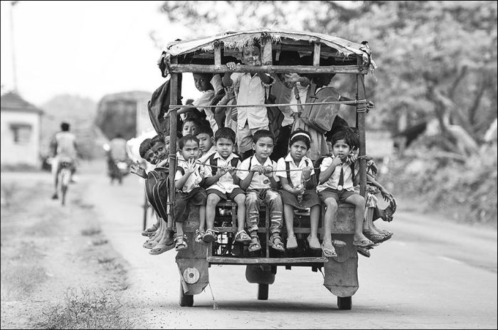 Incredible Journeys Kids Take To Get To School (25 pics)
