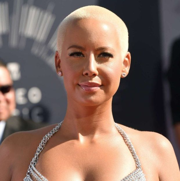 Amber Rose Shows Up Half Naked To The VMAs (4 pics)