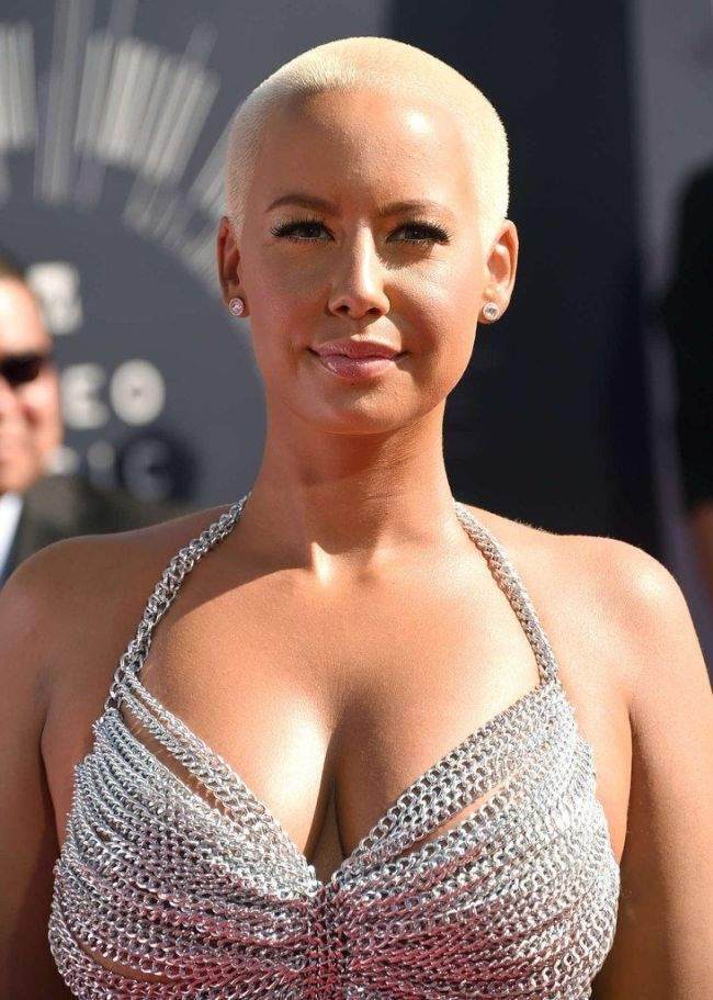 Amber Rose Shows Up Half Naked To The Vmas 4 Pics