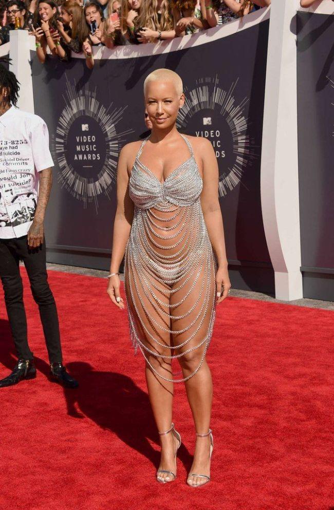 Amber Rose Shows Up Half Naked To The VMAs (4 pics)