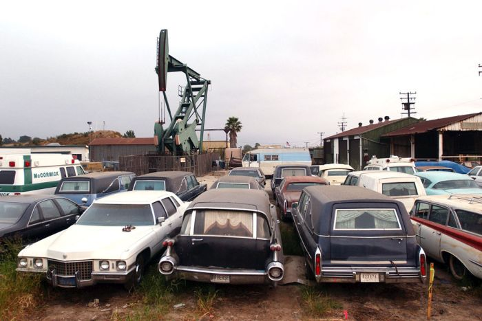The Urban Oil Fields Of Los Angeles Are Disturbing (24 pics)