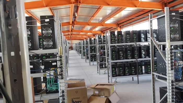 Inside a Large Bitcoin Farm (17 pics)