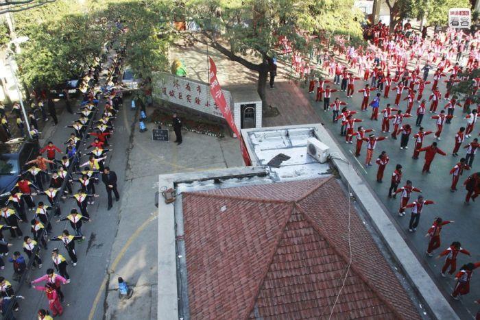 School Stadiums on the Roofs (10 pics)