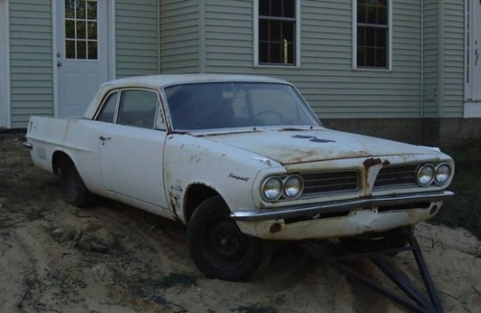 Old Pontiac Sells For Over $200,000 (20 pics)