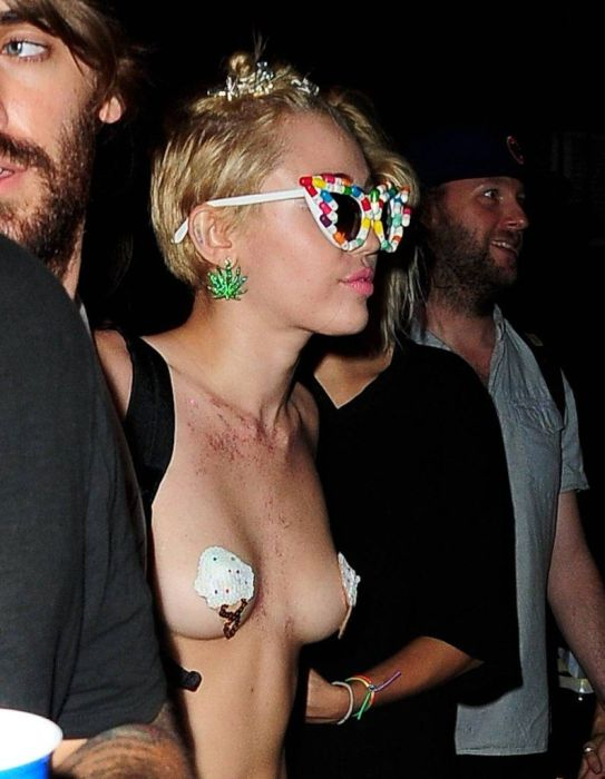 Miley Cyrus Goes Topless Out On The Town (9 pics)