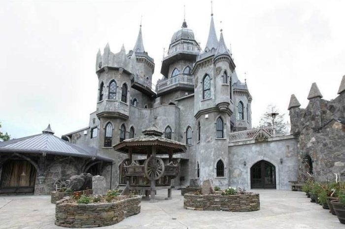 Majestic Connecticut Castle That's Currently For Sale (20 pics)