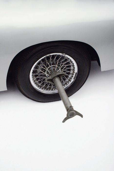 James Bond's Epic 1965 Aston Martin DB5 (30 pics)