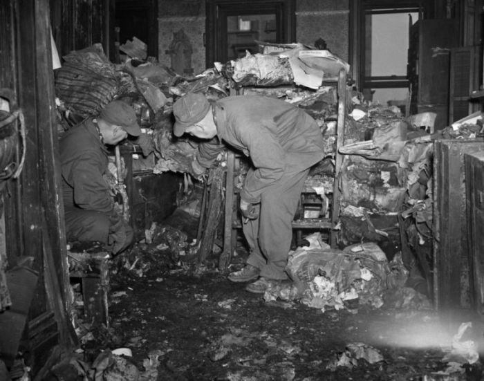 Collyer Brother Was Buried Underneath Trash (16 pics)