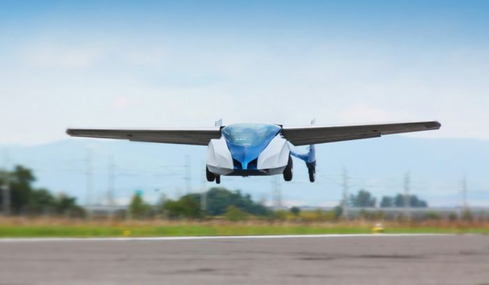 This Real Life Flying Car Takes To The Skies (5 pics + video)