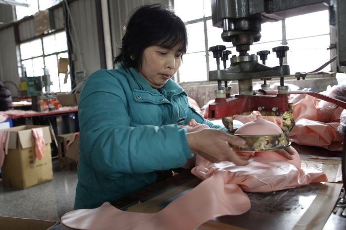 The Inside Of A Chinese Sex Toy Factory (17 pics)