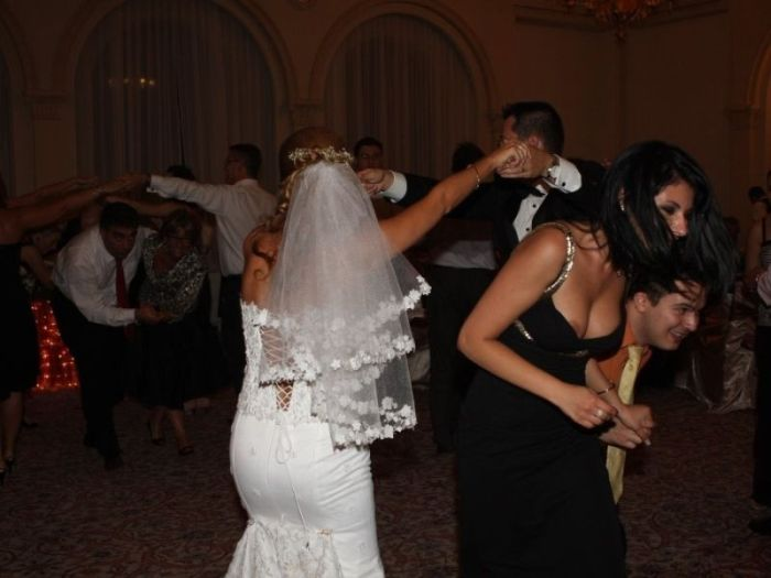 These Bridesmaids Know How To Party (21 pics)