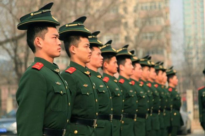 Chinese Police Training For The Military Parade (5 pics)