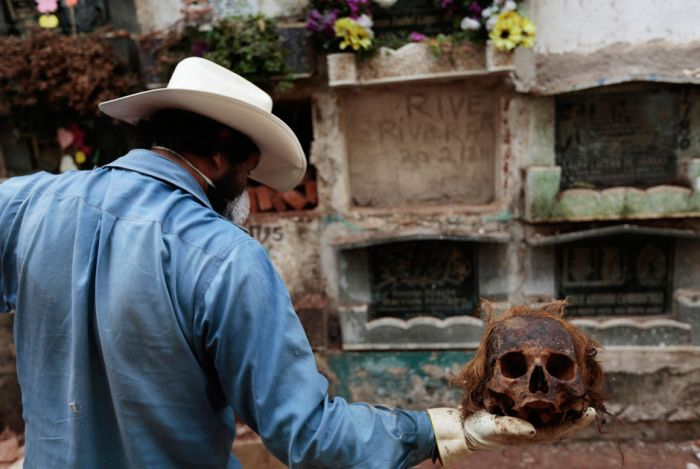 Guatemalan Graves Get Opened (14 pics)