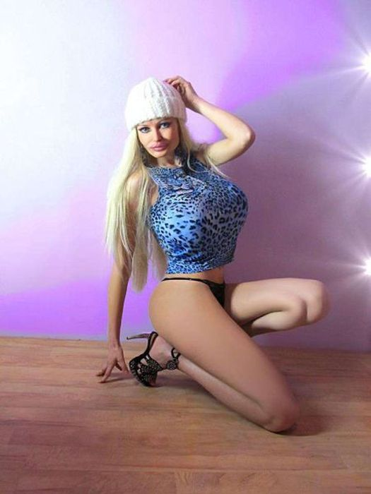 Victoria Wild Looks Like A Real Life Sex Doll (28 pics)