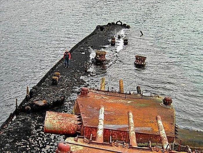 The Wreckage Of The Soviet Battlecruiser Murmansk (9 pics)