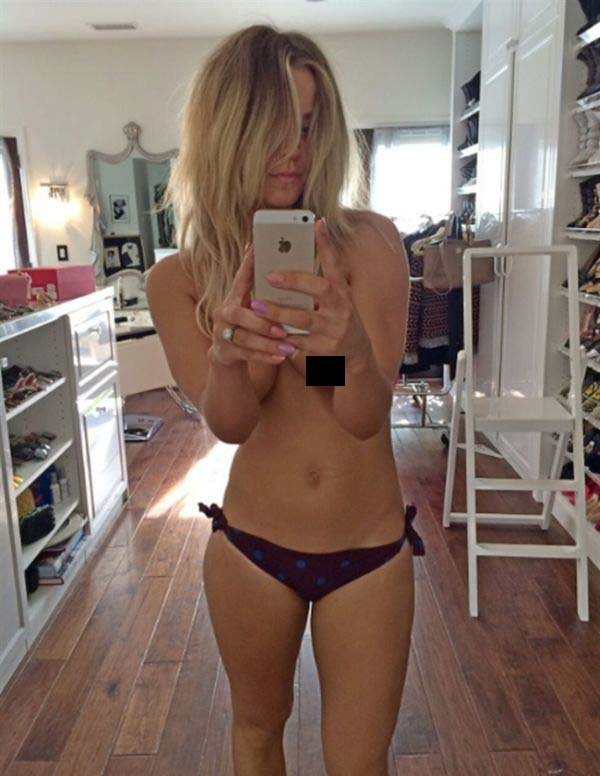 New Nude Photos Leaked From Kaley Cuoco's Phone (18 pics)