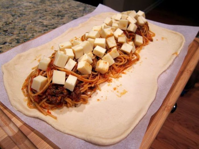 How To Make Spaghetti Bread (7 pics)
