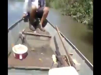 Stupid Guys In Boat Vs Huge Anaconda