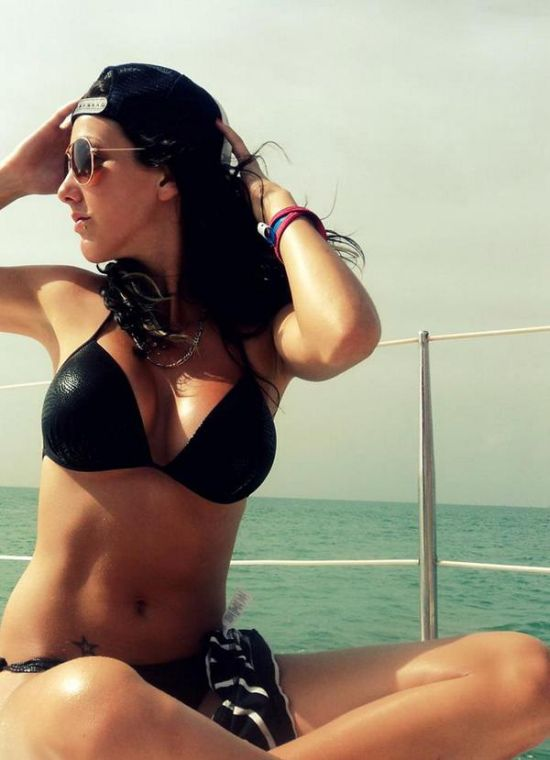 Don't Let Her Looks Fool You, Stephanie Beaudoin Is A Crook (5 pics)
