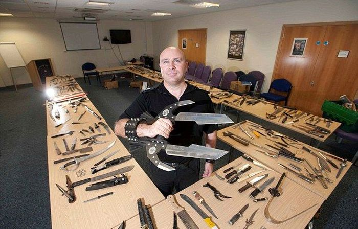 Citizens Of The United Kingdom Surrender Their Weapons (7 pics)