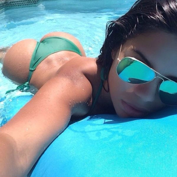 Get Behind These Girls To Get A Great View (72 pics)