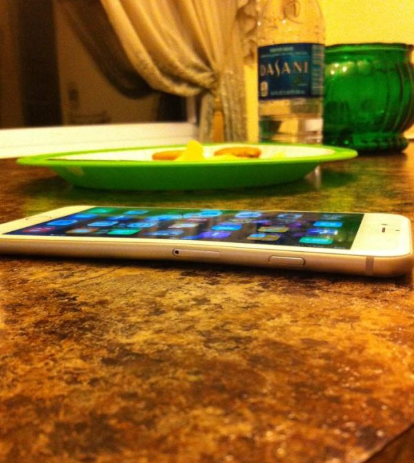 The iPhone 6 Plus Is Bending In People's Pockets (3 pics)