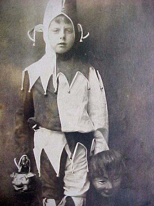 Vintage Costumes That Are Extremely Creepy (20 pics)