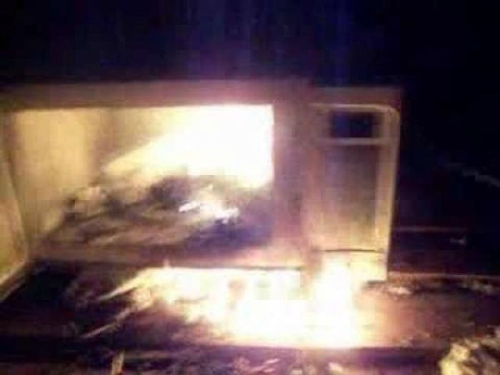 People Still Fall For The iPhone In The Microwave Prank (5 pics)