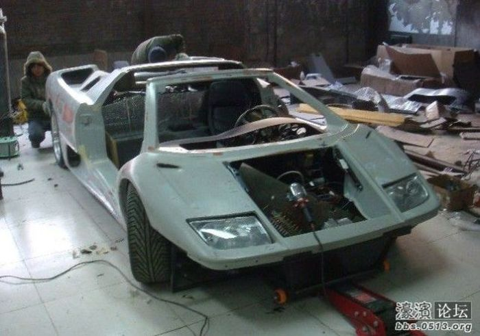 Lamborghini Diablo Built From Scratch (28 pics)