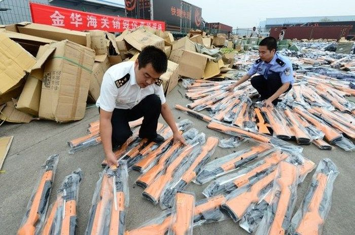 Landfill Of Weapons (12 pics)
