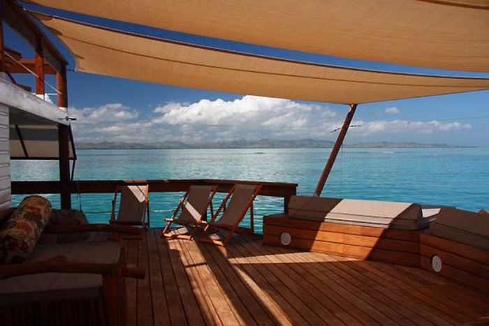 This Floating Bar Off The Coast Of Fiji Is Awesome (15 pics)