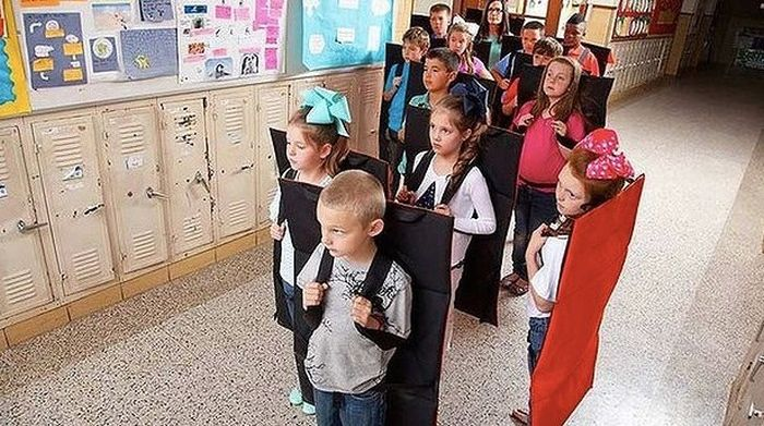 Bulletproof Backpacks Are Now Common In Schools (2 pics)