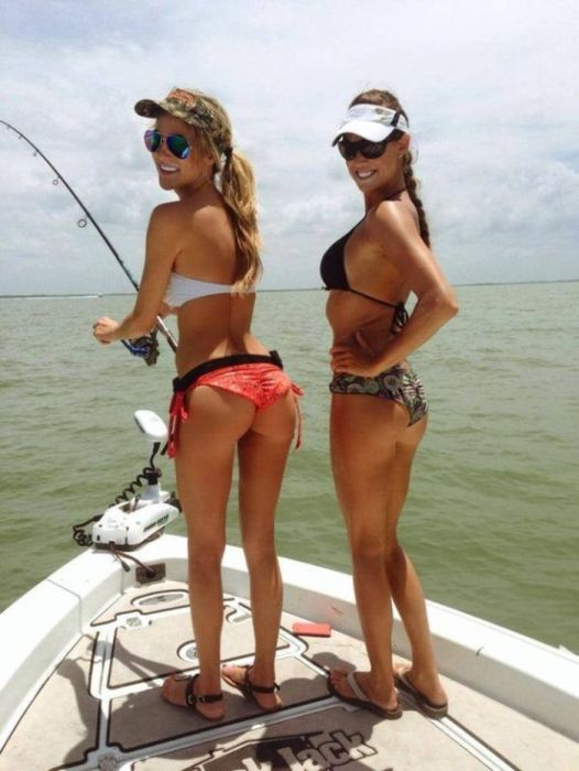 Girls Go Fishing (55 pics)