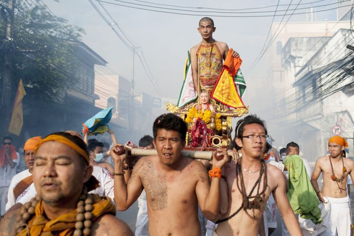 Bizarre Photos From The Phuket Vegetarian Festival (15 pics)
