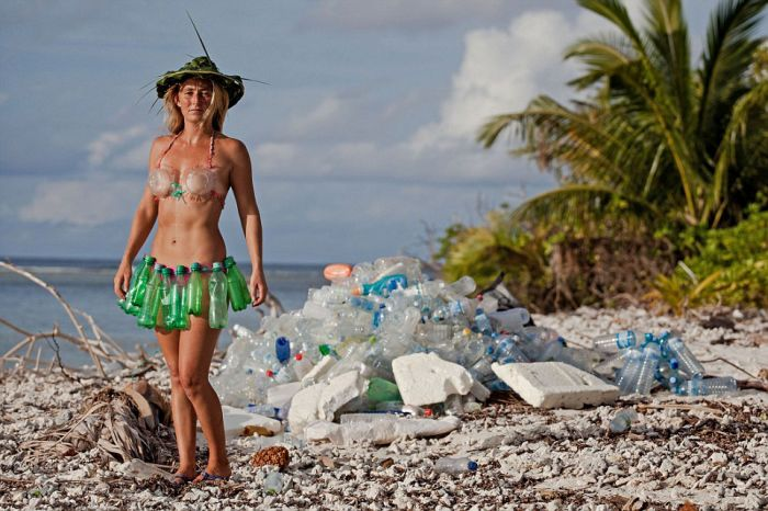 Welcome To Trash Island (13 pics)
