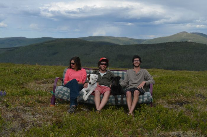Three Friends Take Their Dogs And Their Futon Across The Country (17 pics)