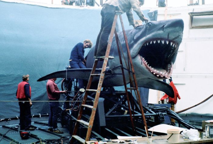 Get A Look Behind The Scenes Of Jaws With These Rare Photos (7 pics)