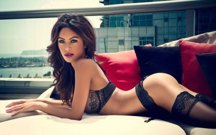 Ladies In Lingerie Make Everything Better (48 pics)